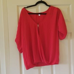Loose fit blouse with zipper down the front
